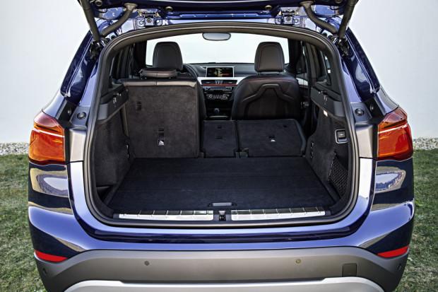 BMW-X1-2016-interior-9