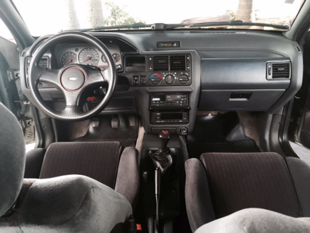 Ford-Escort-XR3-20i-12