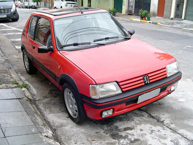 Peugeot-205-GTI-1