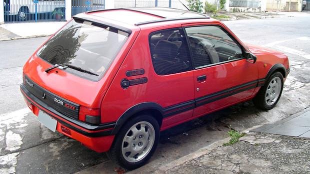 Peugeot-205-GTI-2