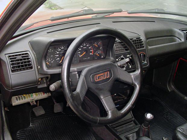 Peugeot-205-GTI-3