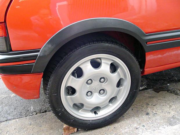 Peugeot-205-GTI-9