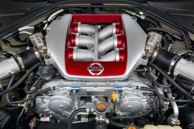 2016-Nissan-GT-R-45th (2)