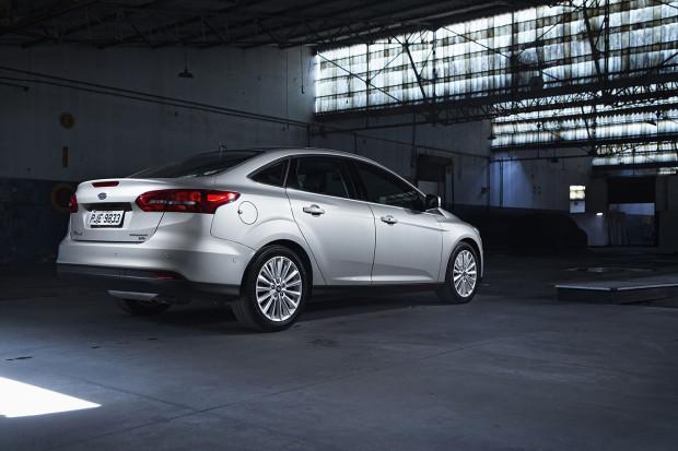 Sensores estacionamento traseiros Focus Fastback_Titanium Plus_25