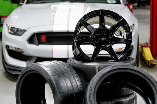 Shelby-GT350R-Mustang-carbon-fiber-wheels-Retail-for-nearly-30000-4