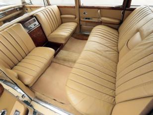 mercedes-benz_600_4-door_pullman_limousine_6