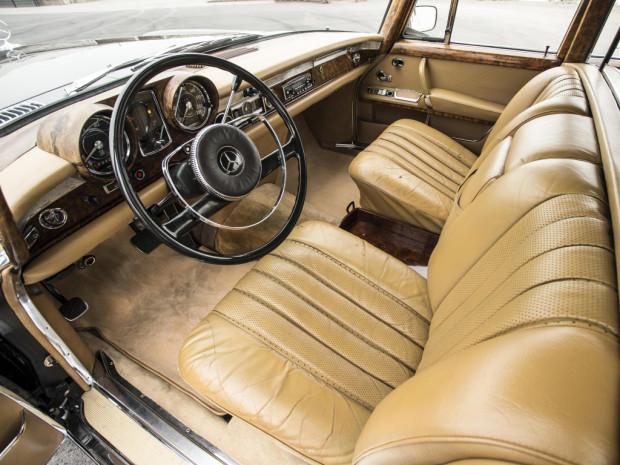 mercedes-benz_600_4-door_pullman_limousine_8