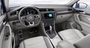 2017-VW-Tiguan-GTE-24