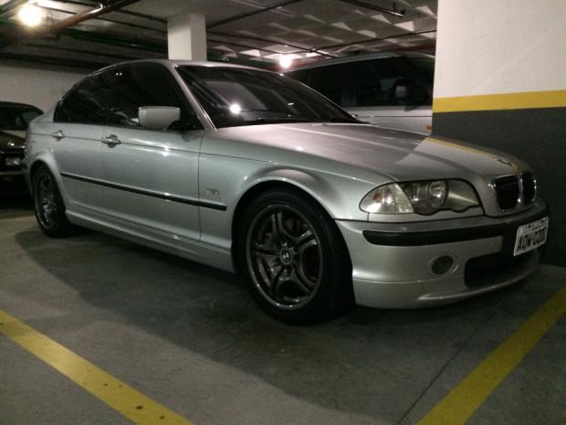 BMW-330i-2001-1