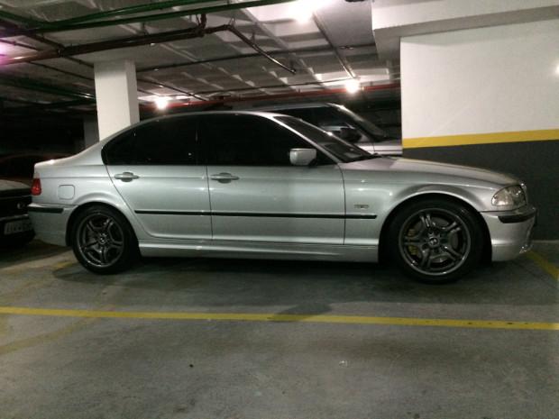 BMW-330i-2001-2