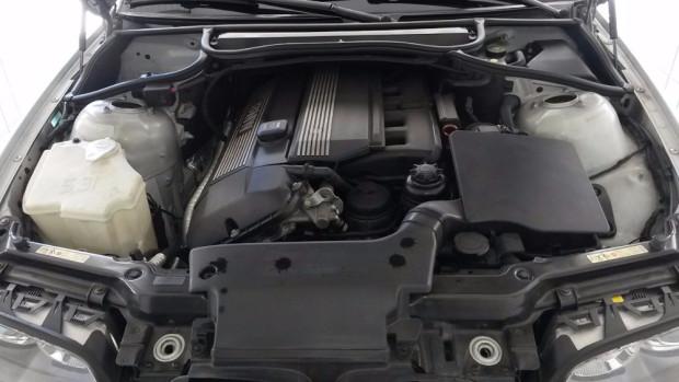 BMW-330i-2001-4