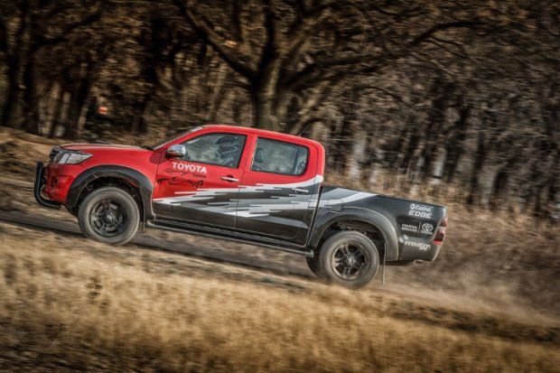 Toyota-Hilux-Racing-Experience-3