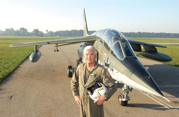 Bob-Lutz-piloto-1