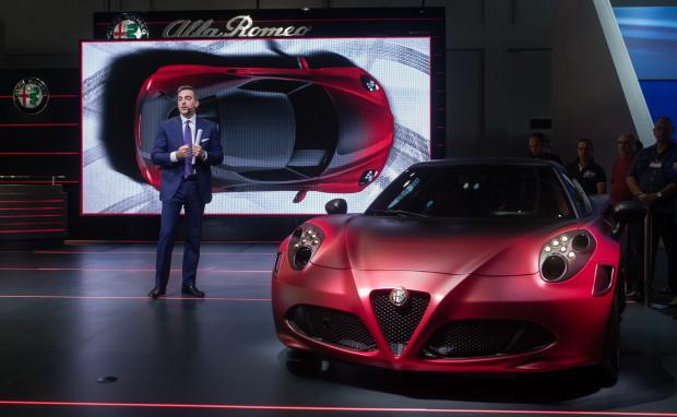 Alfa-Romeo-4C-Dubai-Show-2015-1