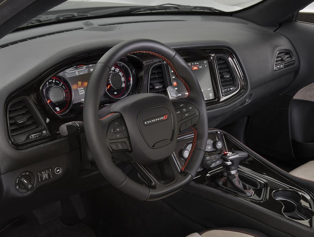Um Dodge Challenger Com Tra O Integral E Os Conceitos Mopar Do Sema 2015 Flatout