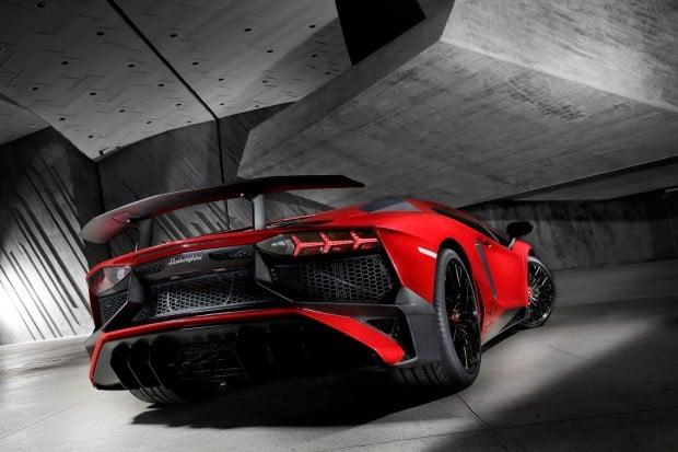 Lamborghini-Aventador-SV-Carscoops10