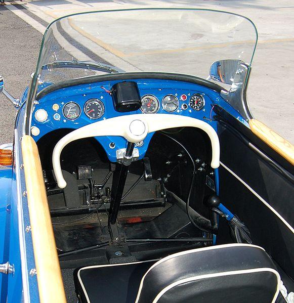 581px-Messerschmitt_Geneva_762_controls_closeup