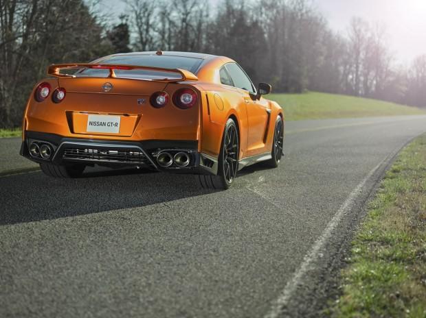 2017-Nissan-GT-R-FL-12