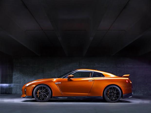 2017-Nissan-GT-R-FL-21
