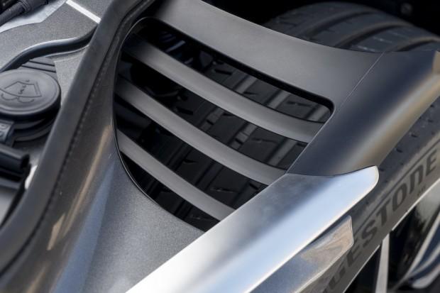 Aston-DB11-32