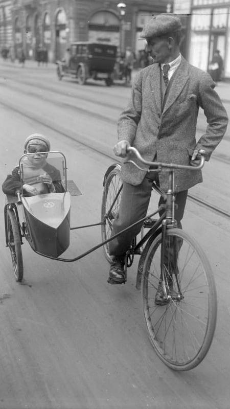 Berlin, Fahrrad mit Beiwagen