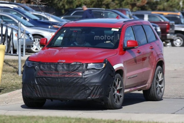 jeep-grand-cherokee-trackhawk-spy-photo-1