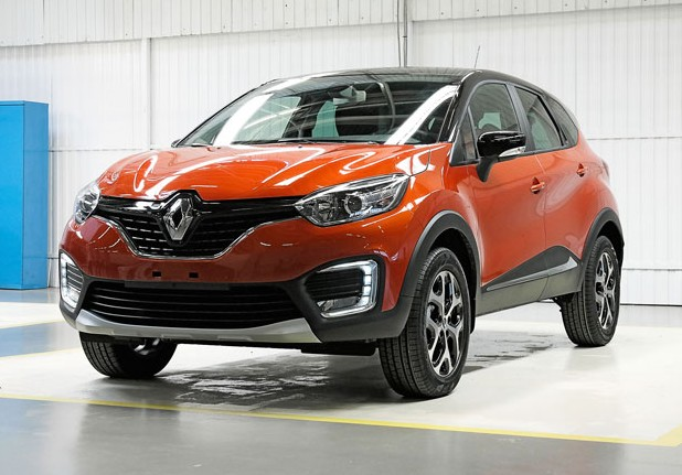 Renault-Kaptur-orange-front-three-quarters
