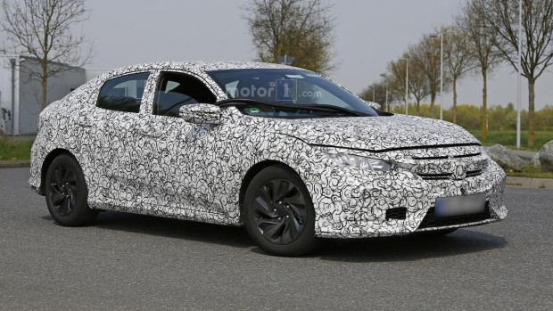 2017-honda-civic-hatchback-spy-photo-2