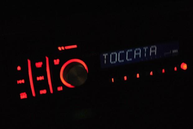 Cap 1 - 10 - Rádio no painel
