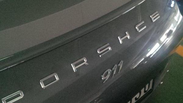 Porsche-911-with-a-misspelling-600x340