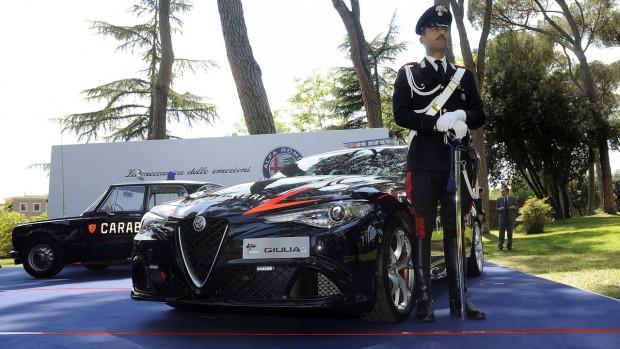alfa-romeo-giulia-quadrifoglio-for-the-carabinieri-6