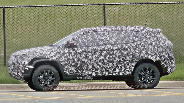 jeep-compass-patriot-replacement-spy-photo-1