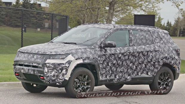 jeep-compass-patriot-replacement-spy-photo-2