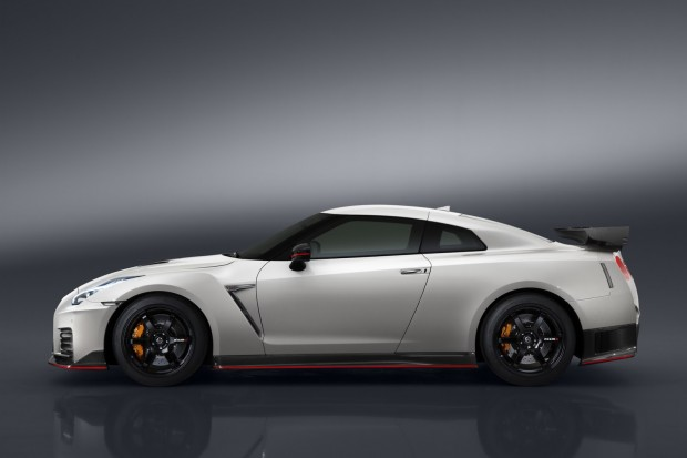 nissan-gtr-nismo-2017-launched-4