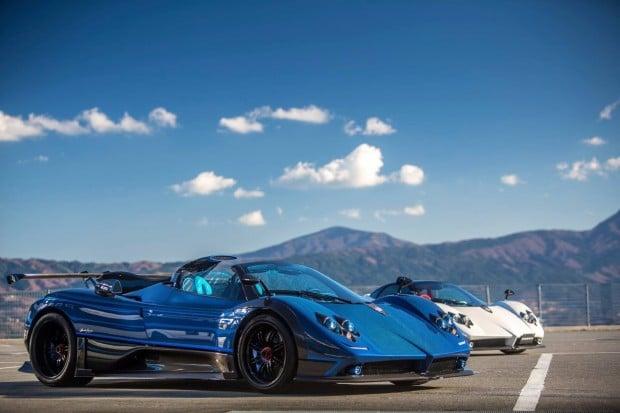 Blue hypercar roadster Pagani Zonda Kiryu races at Fuji Speedway in Japan (1)