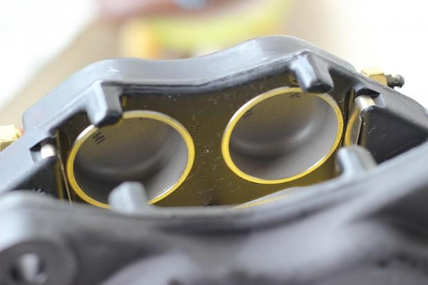 Foto 9 - Detalhe dos pistoes das pinças