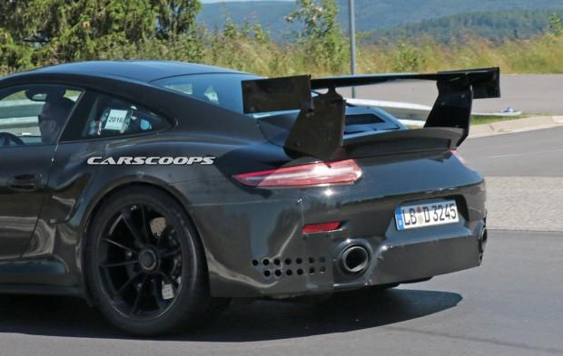Porsche-911-GT2-Mule-10