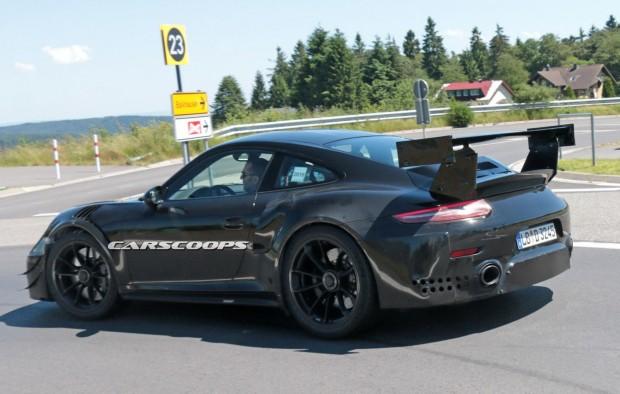Porsche-911-GT2-Mule-8