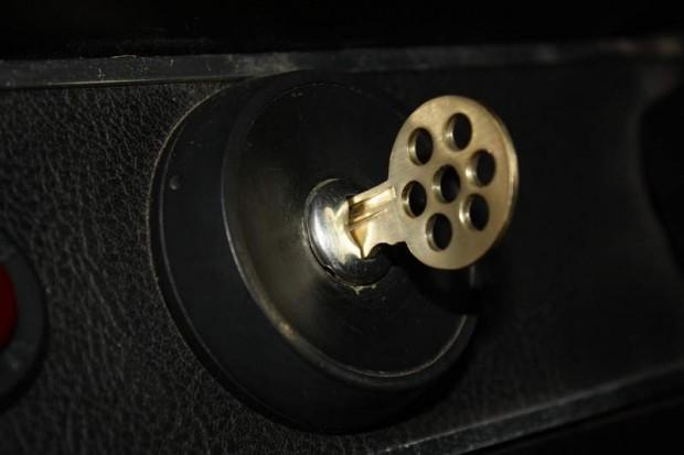 key21221174367