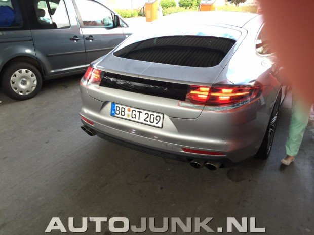 porsche-panamera-new-spotted-no-camo-1