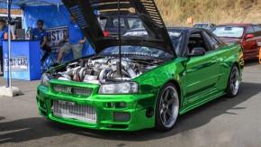 Sim, amigos, isto é um Skyline GT-R R34 com o motor V6 biturbo do Nissan GT-R