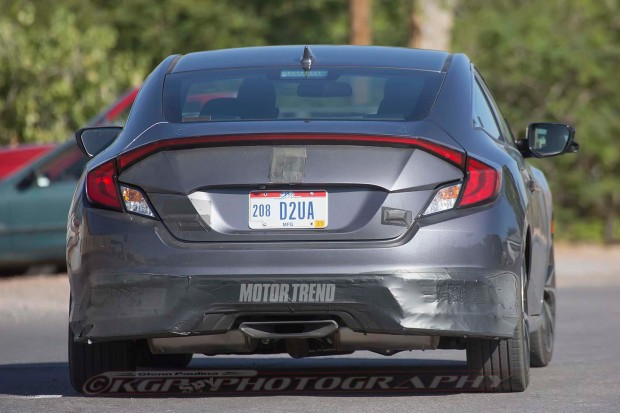 2017-Honda-Civic-Si-Prototype-rear-end-02