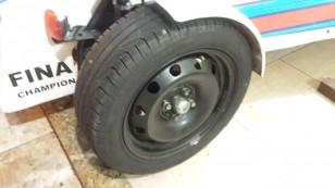 Roda e pneu dianteiro