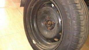 Roda e pneu traseiro