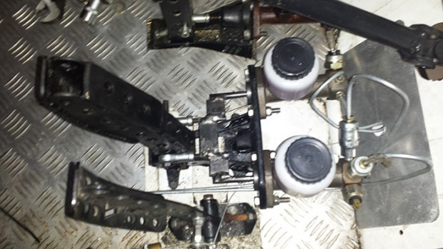 Sistema de freio com 2 cilindros