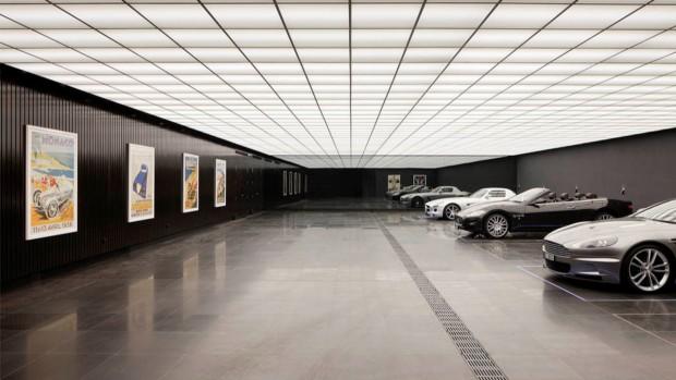 bat-garage-replica-1