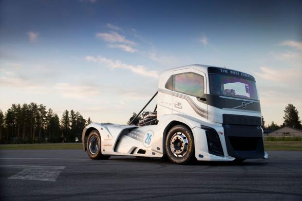 Volvo_Iron_Knight_Goodyear_1-df3c390e5cb39c78b36e2de4f83b35e5