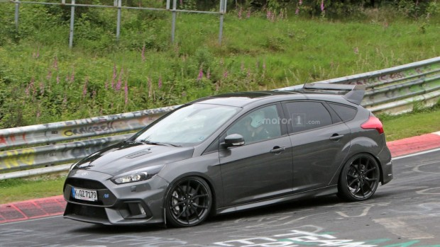 ford-focus-rs500-spy-photo-1