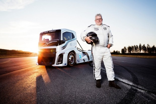 volvo-trucks-iron-knight-world-land-speed-records-5