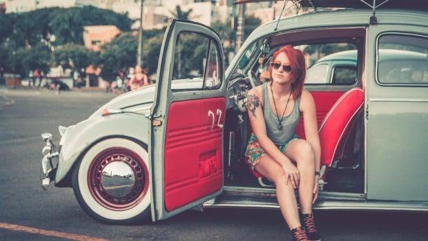 Conheça a brasileira que largou a faculdade para reformar um Fusca 1968